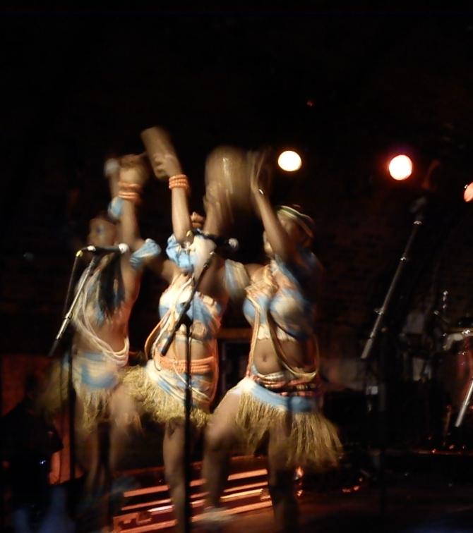 Femi Kuti dancers